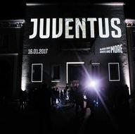 Emily Ratajkowski, Juventus'un gecesine damga vurdu