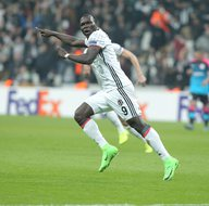 Aboubakar gol sevincini Tolga Zengin'le paylaştı