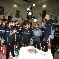 Quaresma doğum gününü takım arkadaşlarıyla kutladı