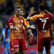 Galatasaray, Podolski ile masaya oturuyor