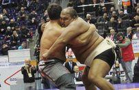 Recep Kara sumo güreşçisini yendi