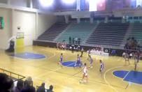 Basketbol maçında yumruklar konuştu